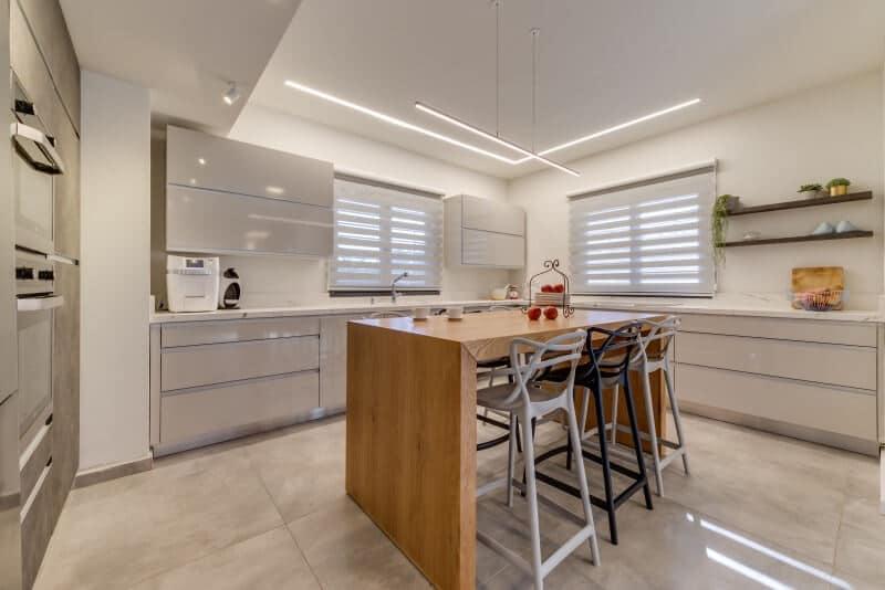 מטבח מעוצב של מזל גלבוע תכנון ועיצוב דירות